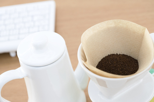 コーヒーとキーボードの写真素材 [FYI02811377]