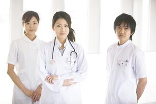 女医と看護師2人の写真素材 [FYI02811693]