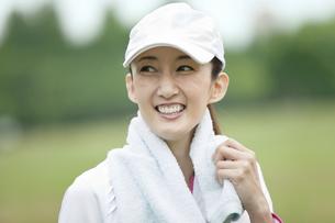 笑顔の中高年女性の写真素材 [FYI02811898]