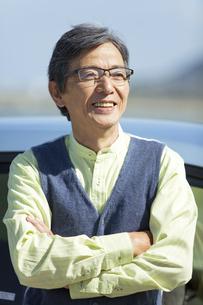 車と中高年男性の写真素材 [FYI02811979]