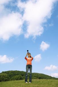 クラリネットを吹いている女性の写真素材 [FYI02812019]
