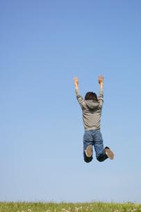シャンプをする男性の写真素材 [FYI02812086]