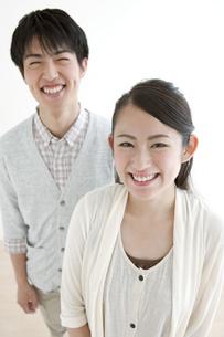 笑顔のカップルの写真素材 [FYI02813299]