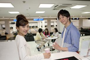 笑顔の若者2人の写真素材 [FYI02813549]