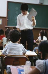 小学校の授業風景の写真素材 [FYI02813944]