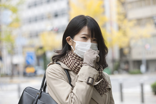 マスクをしている女性の写真素材 [FYI02814224]