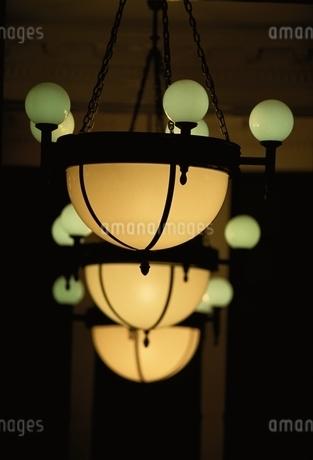 屋内 電灯の写真素材 [FYI02814491]