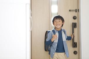 帰宅した男の子の写真素材 [FYI02814980]