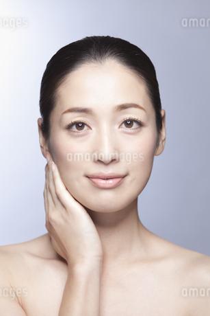 中年女性の美容イメージの写真素材 [FYI02815140]