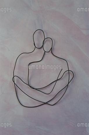 ワイヤーで作ったカップルの写真素材 [FYI02815327]