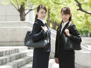2人のビジネスウーマンの写真素材 [FYI02815438]