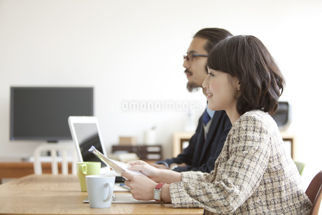 笑顔のビジネスウーマンの写真素材 [FYI02815515]