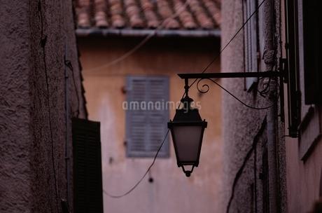 街並み 街灯の写真素材 [FYI02816214]