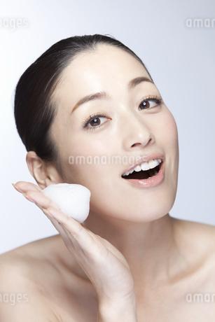 中年女性の美容イメージの写真素材 [FYI02816288]