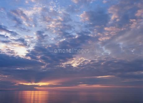 オホーツク海の夕景の写真素材 [FYI02817241]