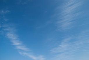 青空に筋雲の写真素材 [FYI02817951]