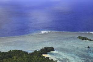 上空から見たパラオのブルーコーナーの海域の写真素材 [FYI02818045]