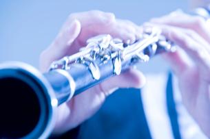 クラリネットを演奏する手元の写真素材 [FYI02818935]