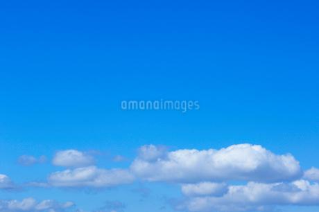 青空と雲の写真素材 [FYI02819968]