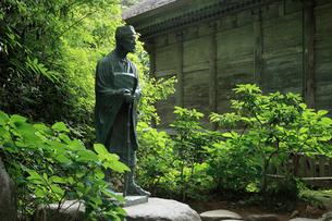 中尊寺の松尾芭蕉像の写真素材 [FYI02821989]