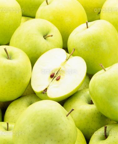 輪切の青りんごと集合(王林)の写真素材 [FYI02822014]