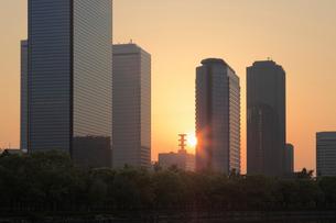 朝日と大阪ビジネスパークの写真素材 [FYI02822152]