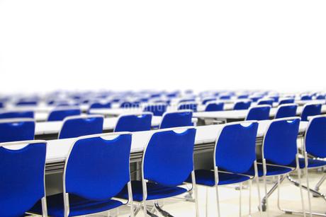 会議室のテーブルと椅子の写真素材 [FYI02822540]