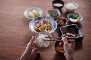 和の朝食とご飯の写真素材 [FYI02822921]