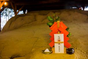 益子焼 登り窯の本焼きの神棚の写真素材 [FYI02823121]