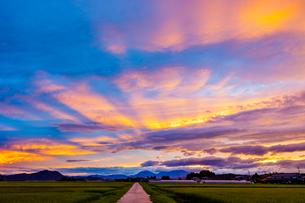 夕焼け雲の写真素材 [FYI02823187]