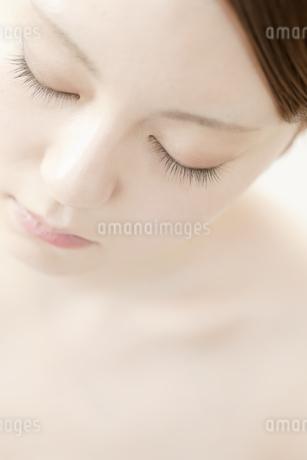 大人の女性の美容と安らぎイメージの写真素材 [FYI02823256]