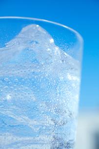 コップに入った炭酸水の写真素材 [FYI02823518]