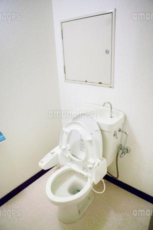 リフォーム前のトイレの写真素材 [FYI02823600]