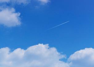 飛行機雲の写真素材 [FYI02823702]