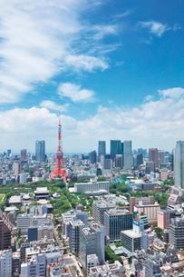 東京タワーと都内の街並の写真素材 [FYI02823708]