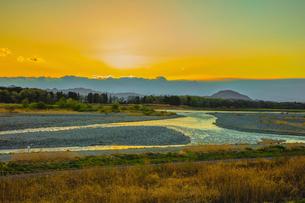 夕暮れの鬼怒川の蛇行の写真素材 [FYI02823924]