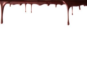 上から垂れ落ちる溶けたチョコレートの写真素材 [FYI02824055]