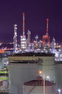 横浜の工場夜景の写真素材 [FYI02824296]