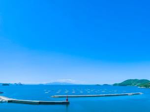 青空の室津湾の写真素材 [FYI02824550]