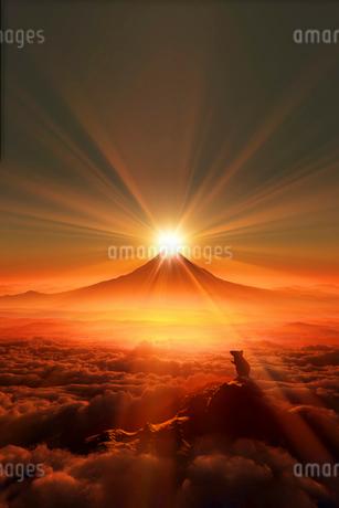 富士山の日の出とネズミのシルエットのイラスト素材 [FYI02824600]