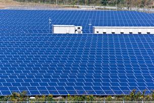 岬 太陽光発電所の写真素材 [FYI02824797]