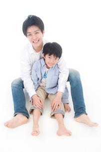 父と息子のポートレートの写真素材 [FYI02824900]