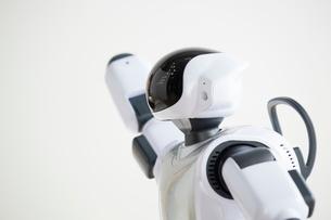 話しをしているロボットの写真素材 [FYI02825069]