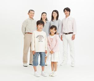 三世代家族のポートレートの写真素材 [FYI02825173]