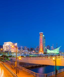 夕暮れの神戸メリケンパーク (X'Mas電飾)の写真素材 [FYI02825191]