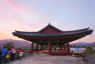 South Gate, sunset sky, Ssangcheong-nu Pavilionの写真素材 [FYI02825553]