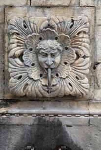 Big Onofrio's fountain, face, sculpture, Dubrovnikの写真素材 [FYI02825569]
