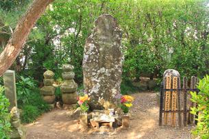典厩寺の武田信繁の墓の写真素材 [FYI02825986]