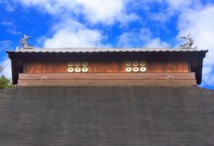 信綱寺の棟の六文銭の写真素材 [FYI02826166]