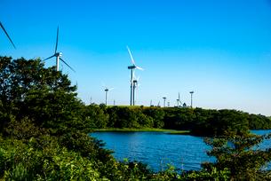 仁賀保高原 風力発電所の写真素材 [FYI02826347]
